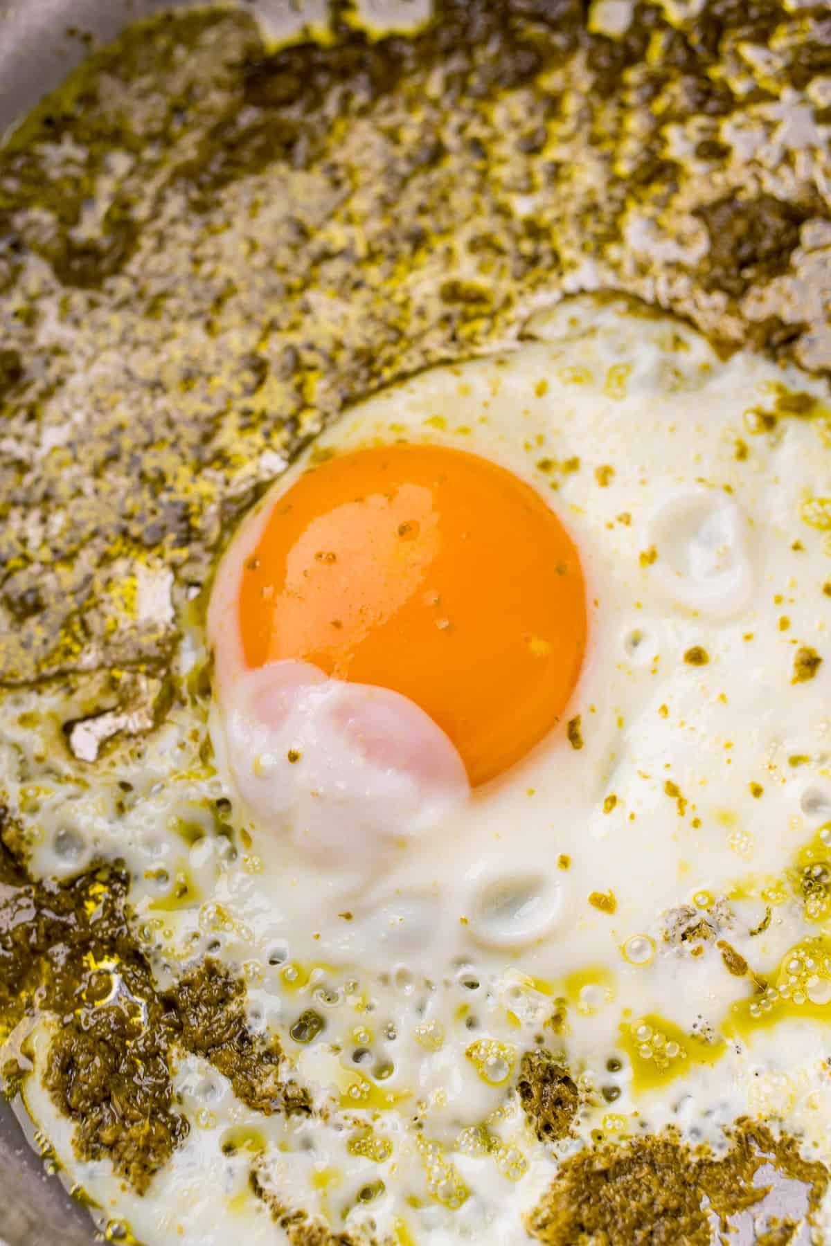 Fried egg in pesto.